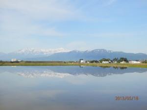 水面に映る山並み